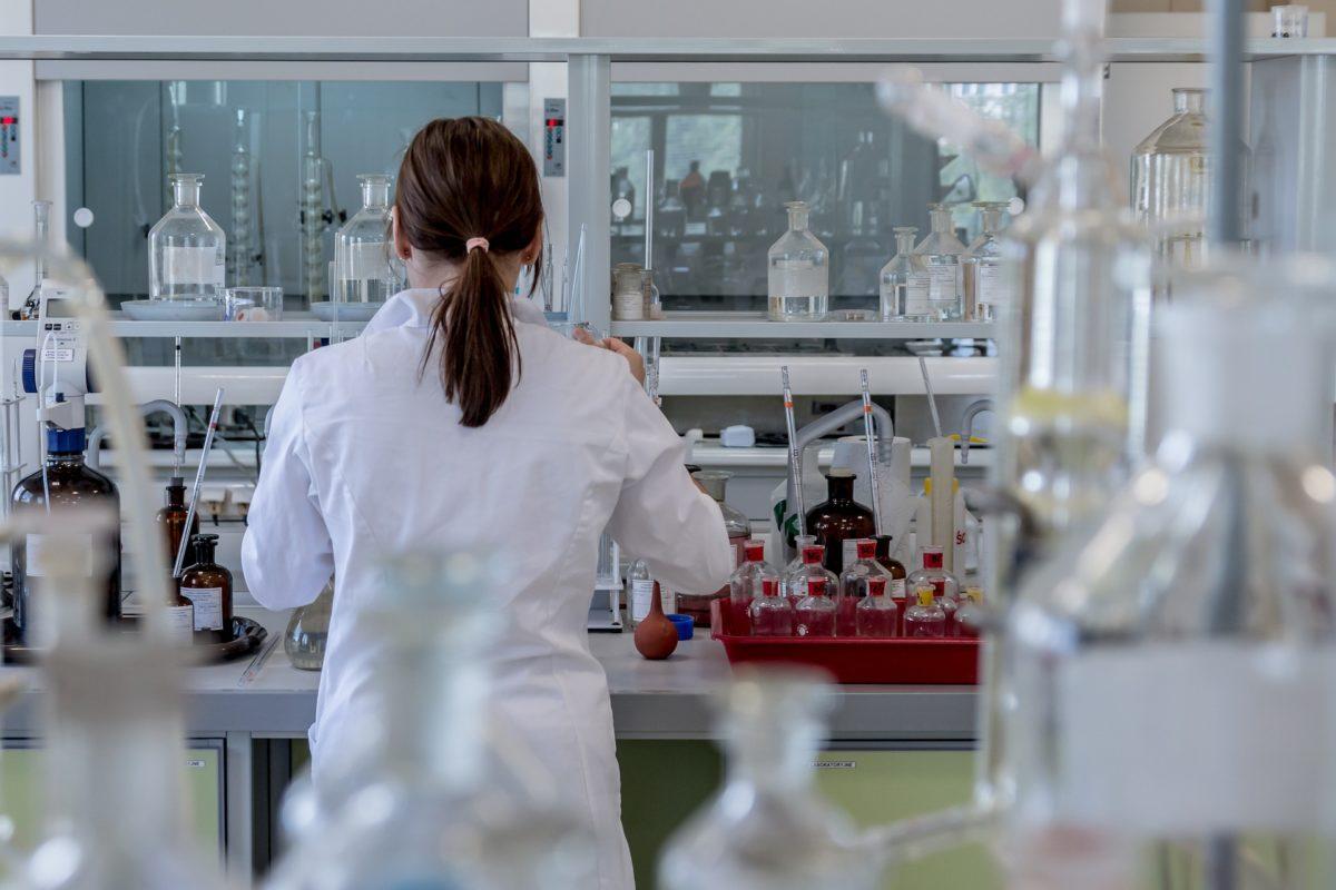 laboratory-2815641_1920-1200x800.jpg